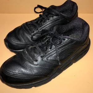 BROOKS ADDICTION WALKER SIZE 9.5 BLACK